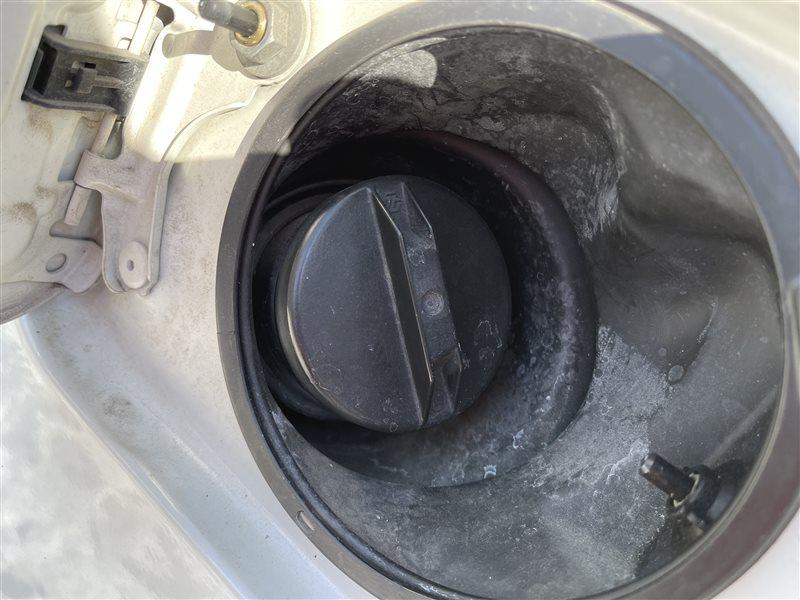 Крышка топливного бака Toyota Voxy AZR60 1AZFSE 2006 (б/у)