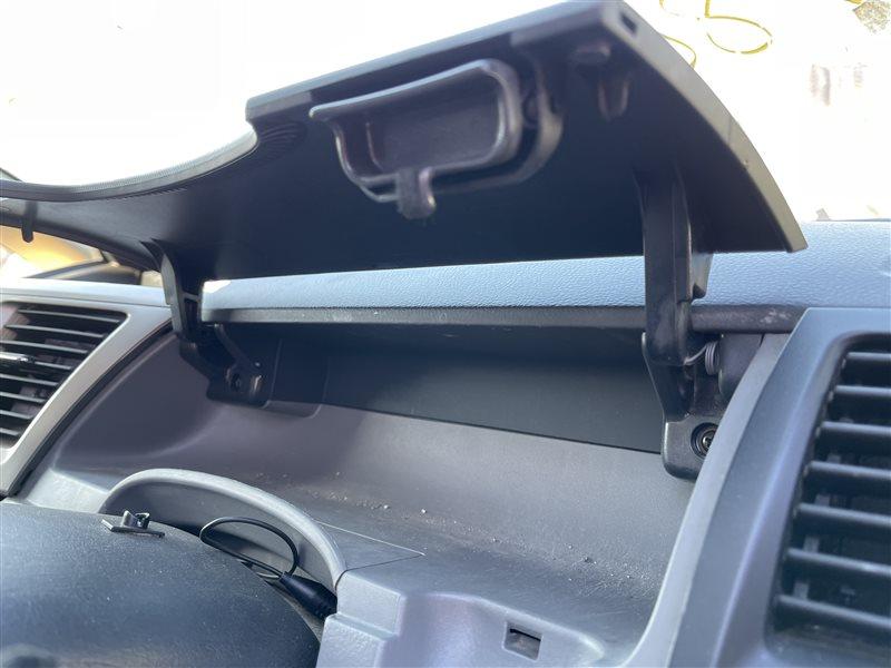 Бардачок Toyota Voxy AZR60 1AZFSE 2006 правый верхний (б/у)
