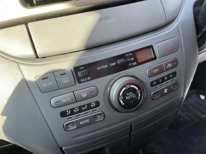 Блок управления климат-контролем Toyota Voxy AZR60 1AZFSE 2006 (б/у)