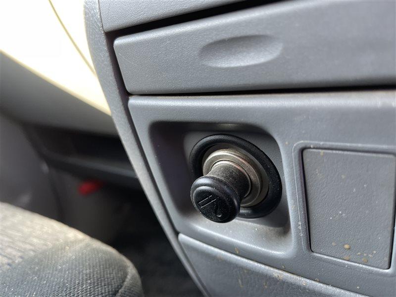 Гнездо прикуривателя Toyota Voxy AZR60 1AZFSE 2006 переднее (б/у)