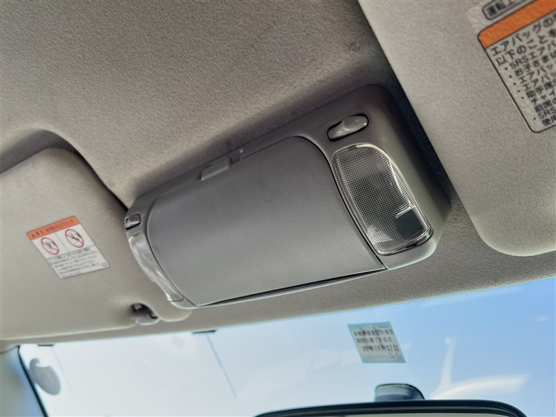 Светильник салона Toyota Voxy AZR60 1AZFSE 2006 (б/у)