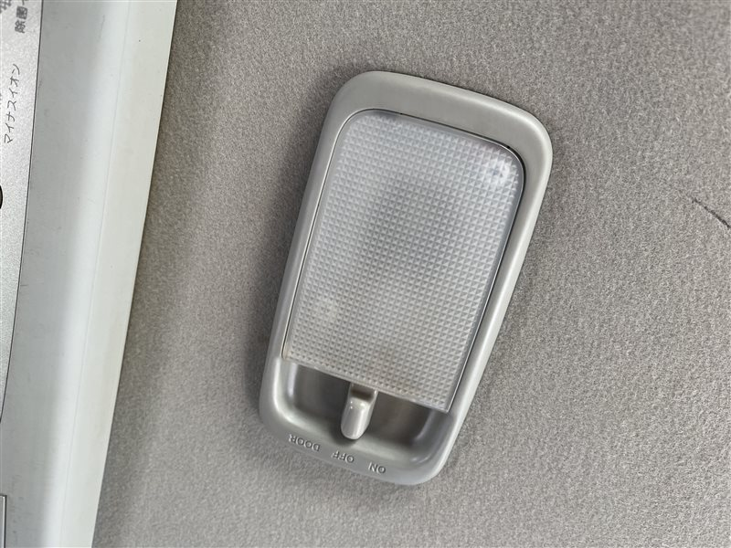 Светильник салона Toyota Voxy AZR60 1AZFSE 2006 задний (б/у)