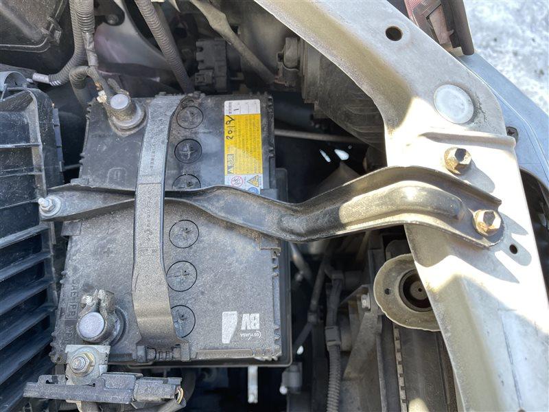 Крепление аккумулятора Toyota Voxy AZR60 1AZFSE 2006 (б/у)