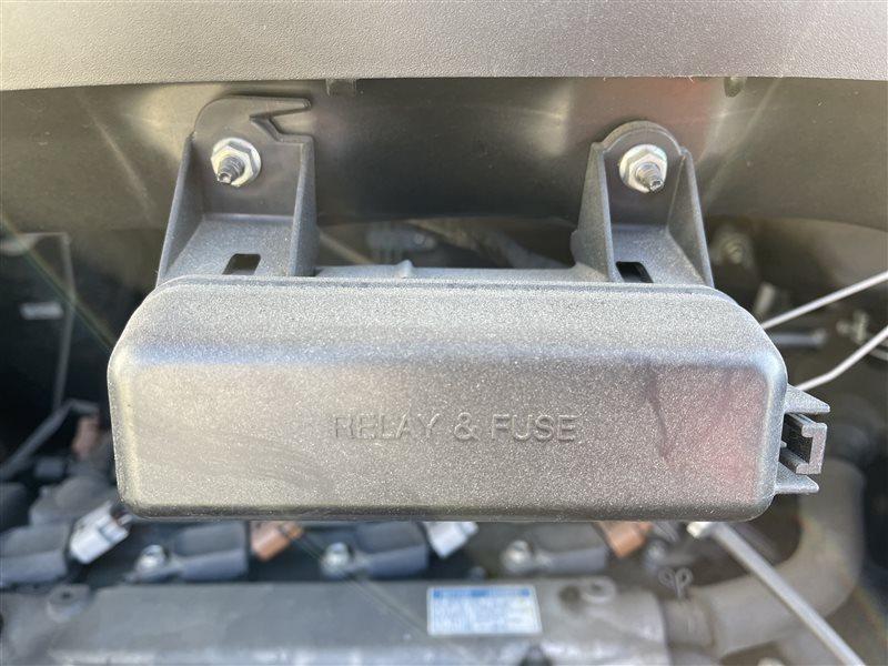 Крышка блока предохранителей Toyota Voxy AZR60 1AZFSE 2006 (б/у)
