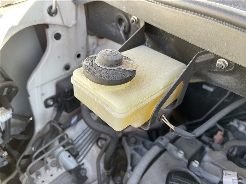 Бачок для тормозной жидкости Toyota Voxy AZR60 1AZFSE 2006 (б/у)