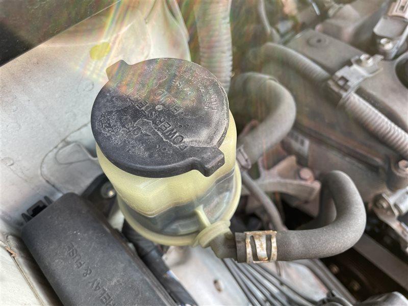 Бачок гур Toyota Voxy AZR60 1AZFSE 2006 (б/у)