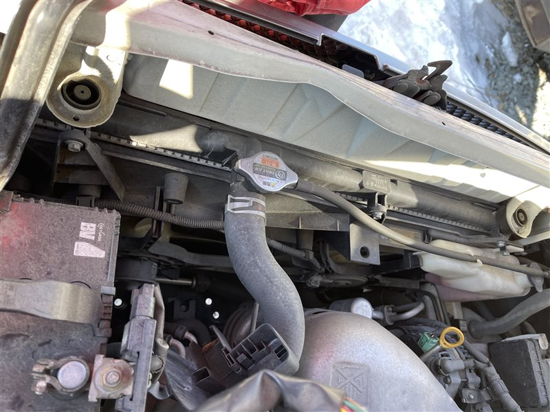 Радиатор Toyota Voxy AZR60 1AZFSE 2006 верхний (б/у)
