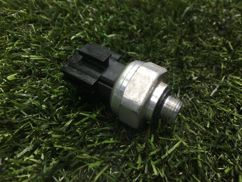 Датчик давления кондиционера Mazda Premacy CWEFW LFVD 2011 (б/у)