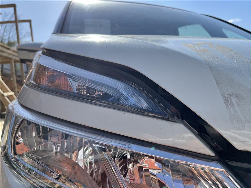 Накладка на фару Nissan Serena C27 HR12DE 2019 передняя правая (б/у)