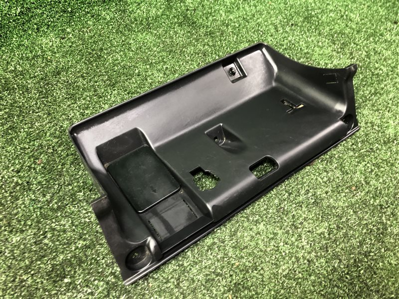 Пластик под руль Toyota Hilux Surf KDN185 1KZTE (б/у)