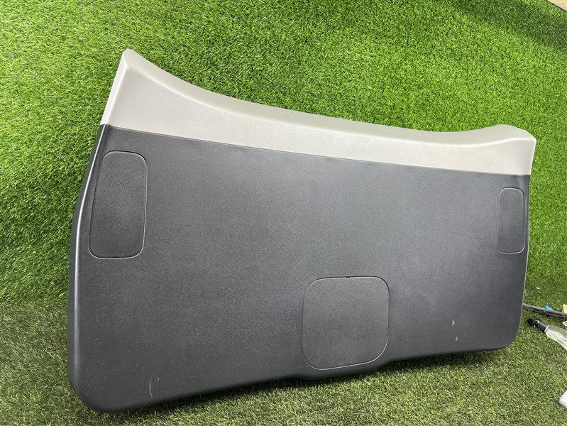 Обшивка двери багажника Honda Airwave GJ1 L15A 2008 (б/у)