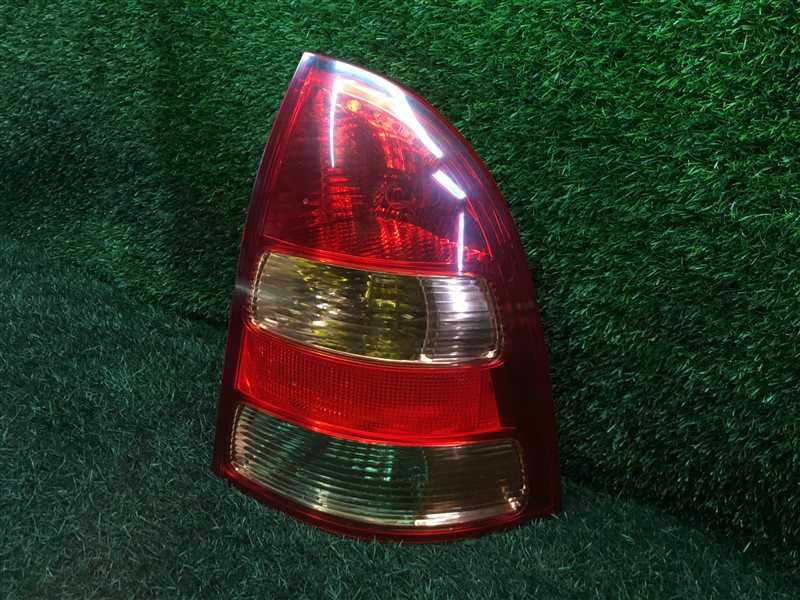 Стоп-сигнал Toyota Corolla Fielder CE121 1NZFE 2004 задний правый (б/у)