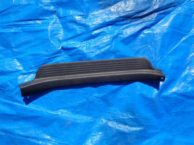 Порожек пластиковый Toyota Corolla CE106 задний левый (б/у)