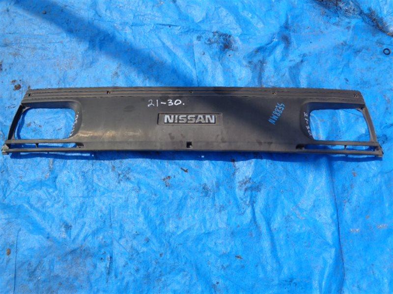 Решетка радиатора Nissan Vanette SE88MN (б/у)