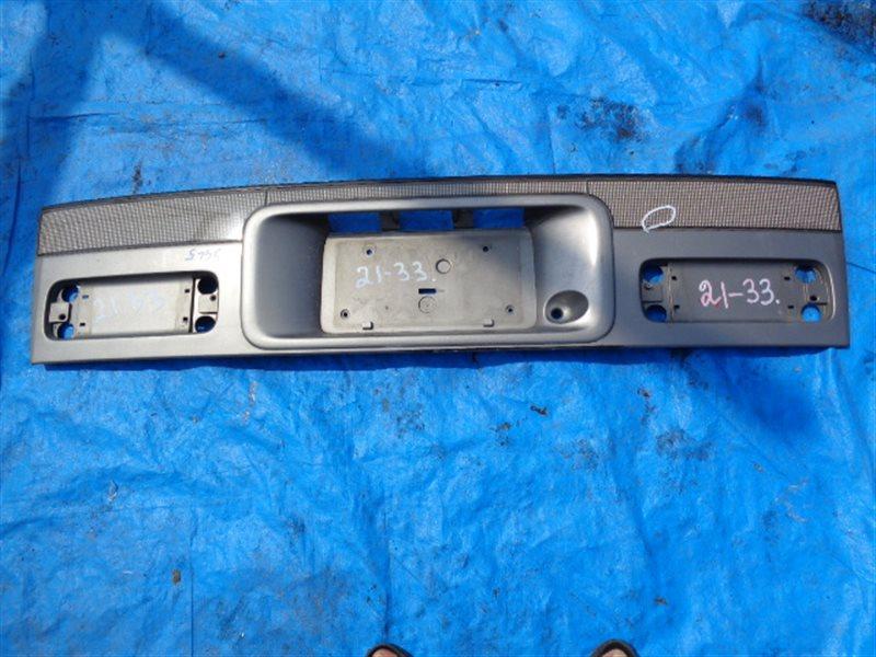 Накладка 5-й двери Mazda Bongo Friendee SGL5 (б/у)