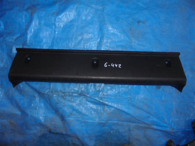 Накладка замка багажника Subaru Impreza GJ (б/у)