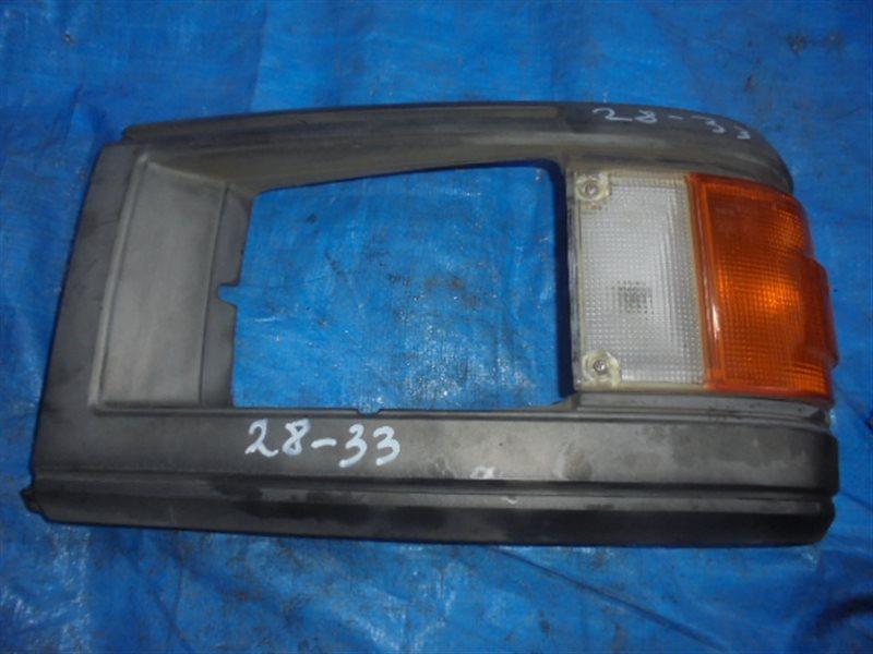 Очки на фары Nissan Caravan E24 правые 210-24522 (б/у)