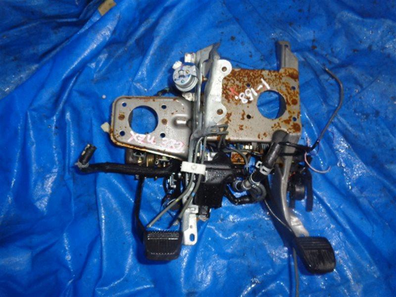 Педаль сцепления Toyota Dyna XZU382 (б/у)