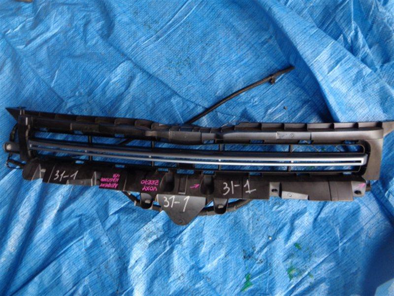 Решетка бамперная Toyota Voxy ZRR70 2ZR-FE (б/у)