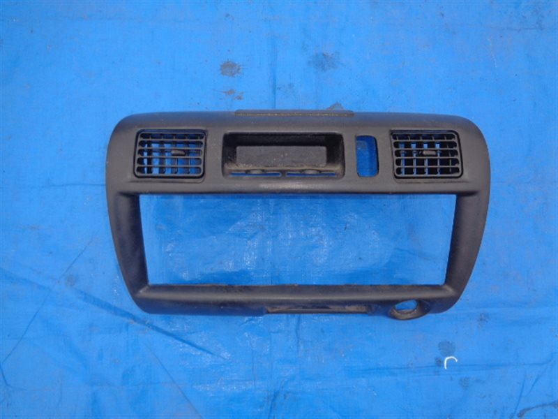 Консоль магнитофона Mazda Bongo SK82V F8 (б/у)