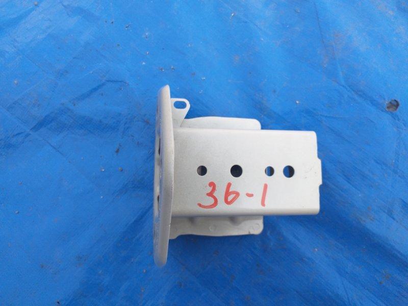 Крюк буксировочный Subaru Levorg VM4 FB16 задний правый (б/у)