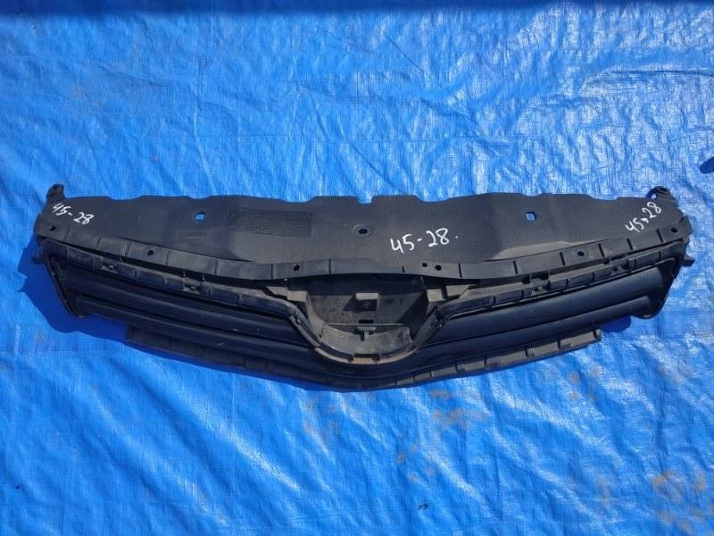 Решетка радиатора Toyota Auris NZE151 1NZ-FE II MODEL (б/у)