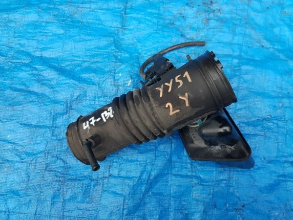 Патрубок воздушного фильтра Toyota Dyna YY51 2Y (б/у)