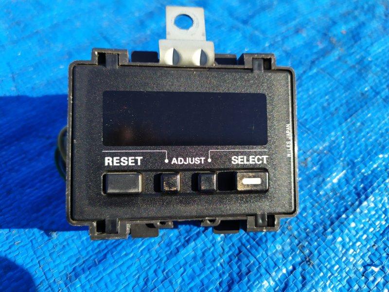 Часы Nissan Laurel GC32 VG20 (б/у)