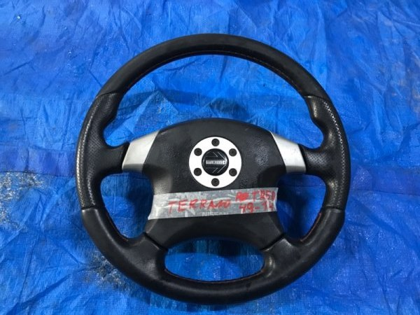 Руль Nissan Terrano TR50 MOMO (б/у)