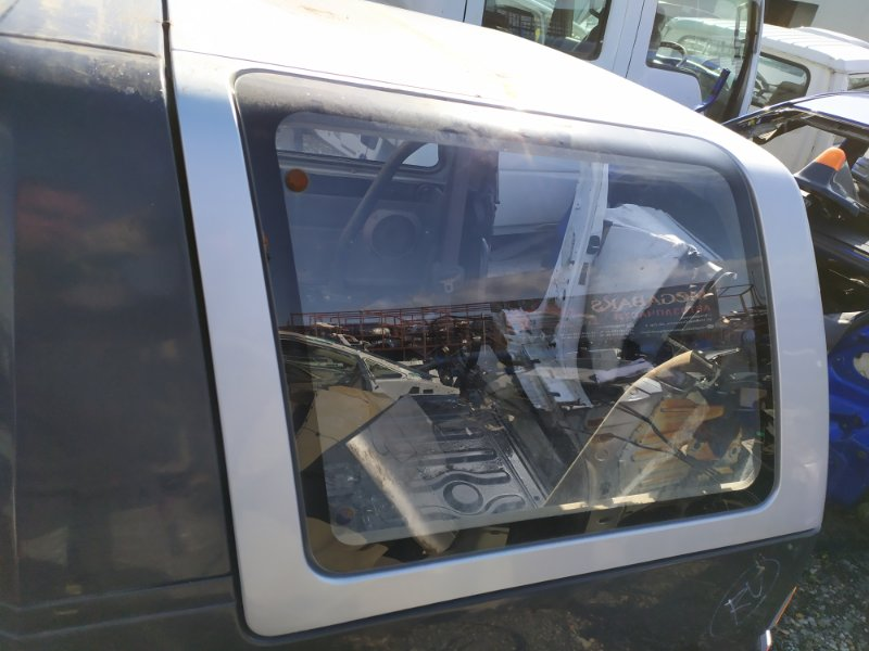 Стекло собачника Daihatsu Rocky F300S HD левое (б/у)