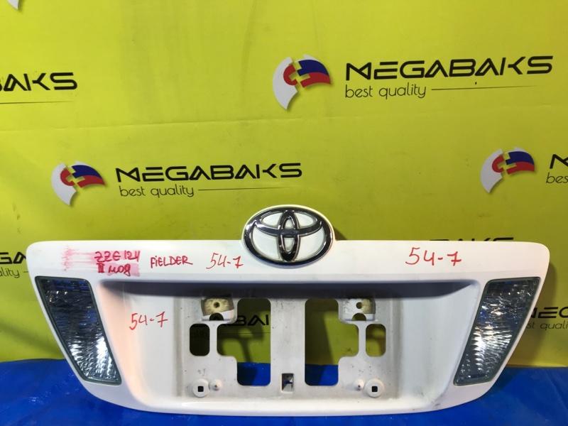 Вставка между стопов Toyota Corolla Fielder NZE121G III MODEL (б/у)