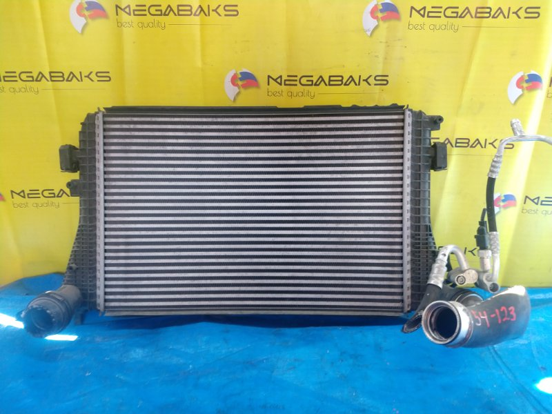 Радиатор интеркулера Volkswagen Jetta 1K2 BLG (б/у)