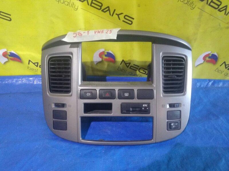 Консоль магнитофона Nissan Caravan VWE25 (б/у)