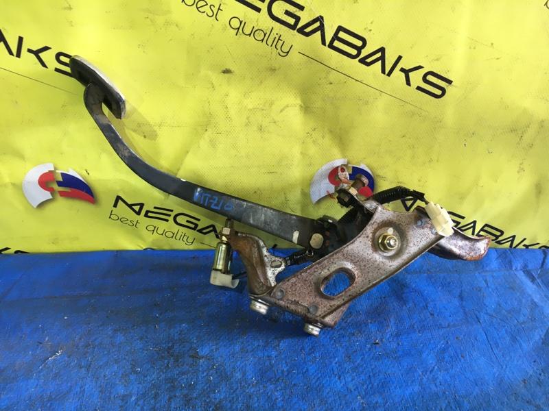 Педаль сцепления Toyota Vitz NCP10 (б/у)
