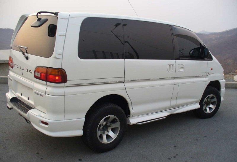 Спойлер Mitsubishi Delica PA4W 6G72 (б/у)