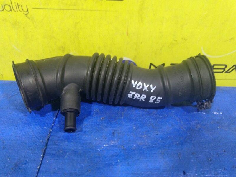 Патрубок воздушного фильтра Toyota Voxy ZRR85 3ZR-FAE 17881-37300 (б/у)