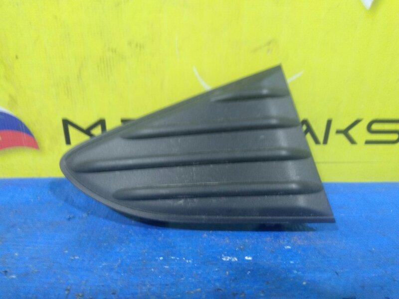 Заглушка бампера Toyota Vitz KSP130 задняя правая 52163-52120 (б/у)