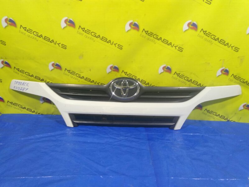 Решетка радиатора Toyota Dyna KDY281 53111-37890 (б/у)