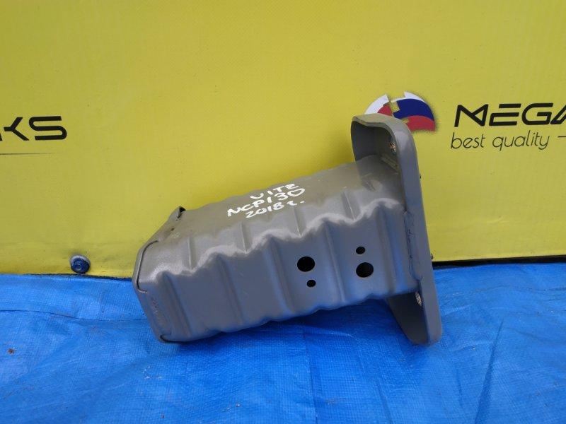 Крепление жесткости бампера Toyota Vitz KSP130 переднее левое III MODEL (б/у)