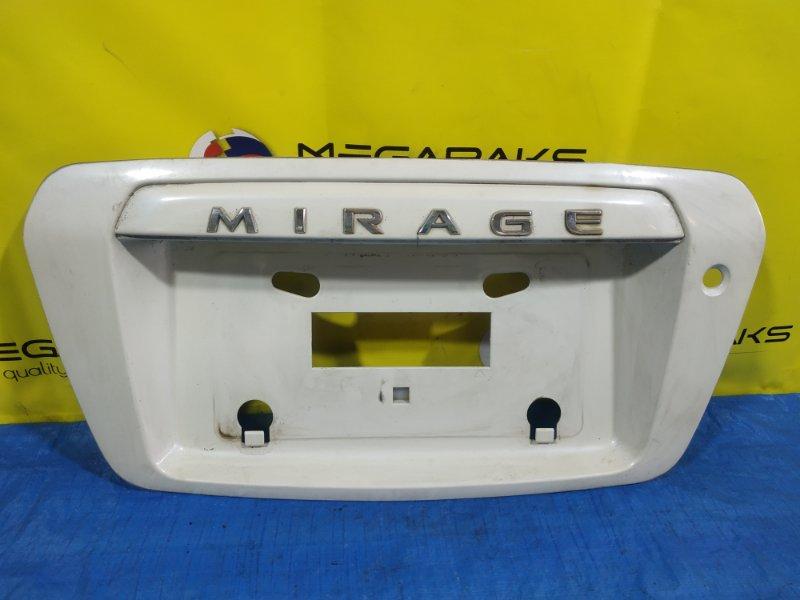 Накладка 5-й двери Mitsubishi Dingo CQ1A MR416210 (б/у)
