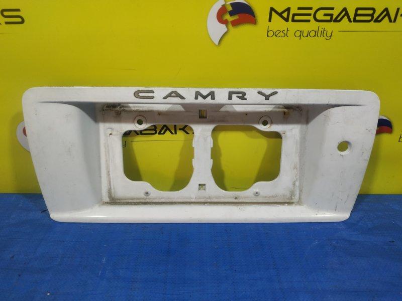 Вставка багажника Toyota Camry SV40 76801-32020 (б/у)