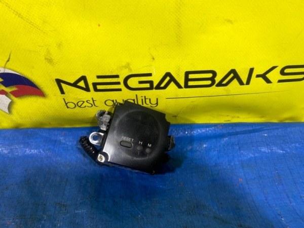 Часы Nissan Laurel C34 (б/у)