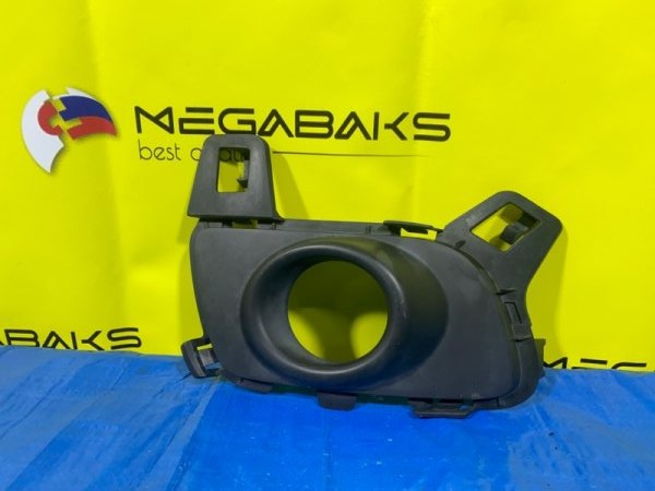 Заглушка бампера Mazda Atenza GG3S передняя правая (б/у)