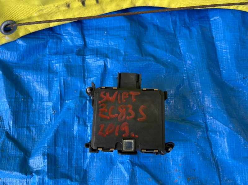 Радар-детектор Suzuki Swift ZC33S 33943-52R01 (б/у)