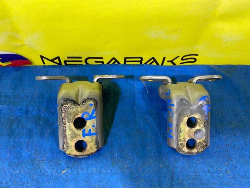 Петля дверная Nissan Serena C24 передняя правая (б/у)