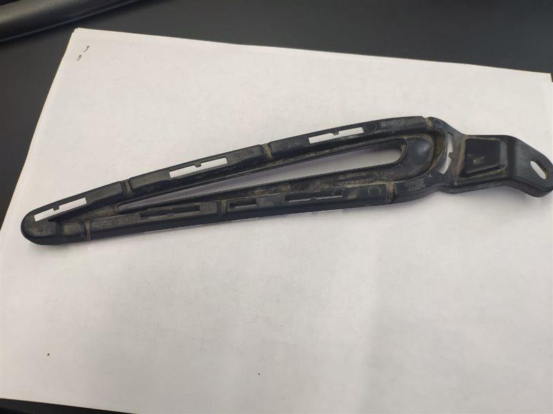 Заглушка бампера Toyota Vitz NSP130 1NR-FKE 2014 передняя правая II MODEL (б/у)