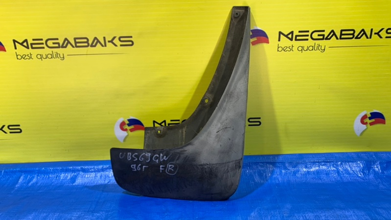 Брызговик Isuzu Bighorn UBS69 передний правый (б/у)