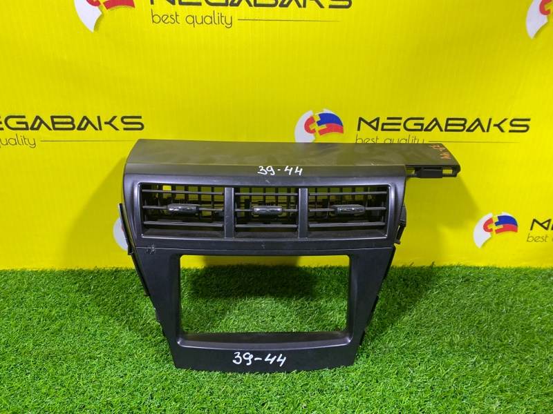 Консоль магнитофона Toyota Prius Alpha ZVW41 2ZR-FXE (б/у)