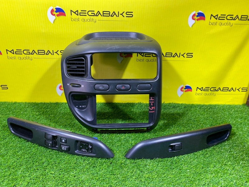 Консоль магнитофона Mitsubishi Delica PD6W 6G72 (б/у)