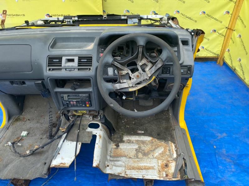 Консоль спидометра Mitsubishi Pajero V26 4M40 1998 (б/у)